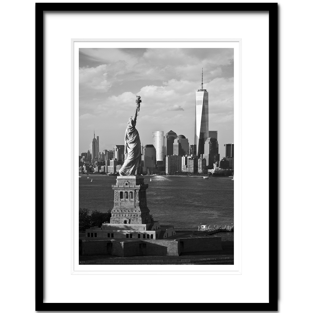 Statue of Liberty and Freedom Tower, Lower Manhattan, New York City ...