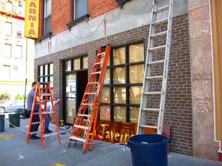 workers-at-la-taverna