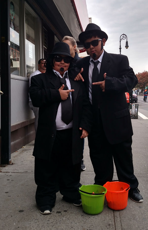 Halloween al a Manhattan Avenue nys