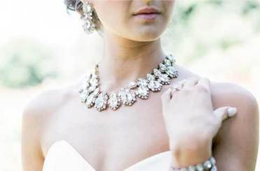 wedding jewellery and dress