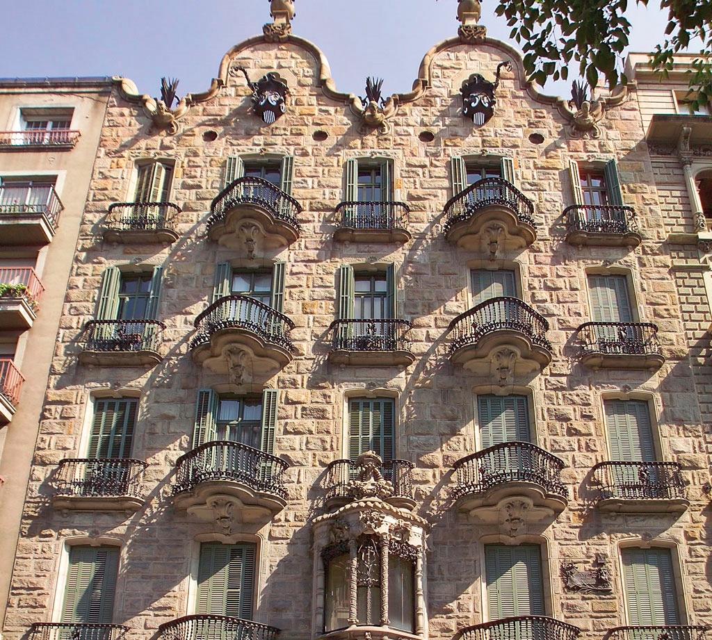 Un recorrido por los edificios de Gaud en Barcelona  Nexofin