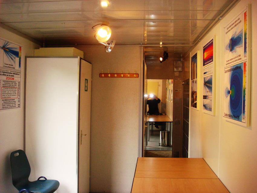 EHS_Refuge_Zone_Faraday_cage_view_ALGECO_meeting_room