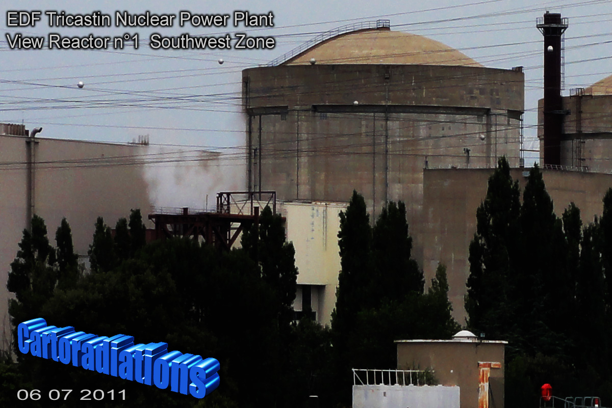 Tricastin_EDF_Centrale_nucleaire_Nuclear_Power_Plan_View_Rector_1_Containment_Building_Southwest_Zone_06_07_2011