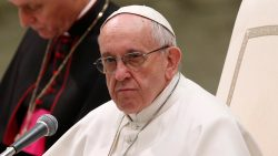 Pope wants end to violence in Syria
