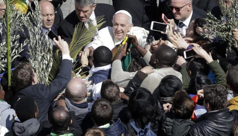Palm Sunday: Do not be silent, Pope urges youths