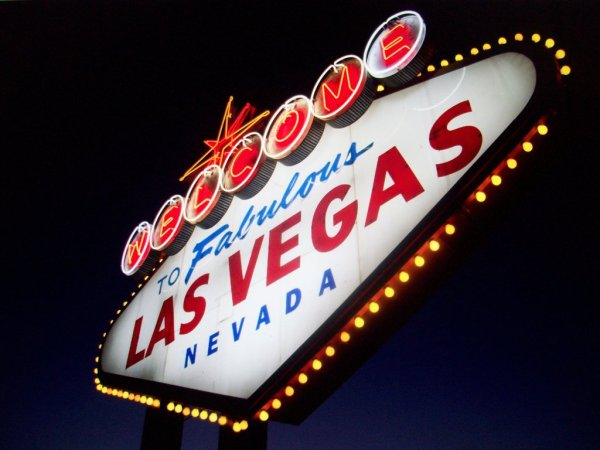 las_vegas_sign_night_by_naturebe-d6ujmmf
