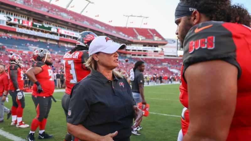 Coach Lori Locust