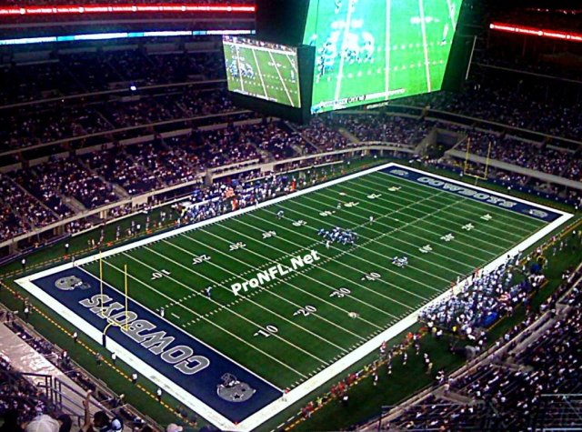 Dallas-Cowboys-playing-field-Cowboys-stadium