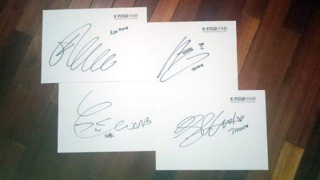 Tanda tangan Naeun, Yena, Chaewon, dan Jinsol :)