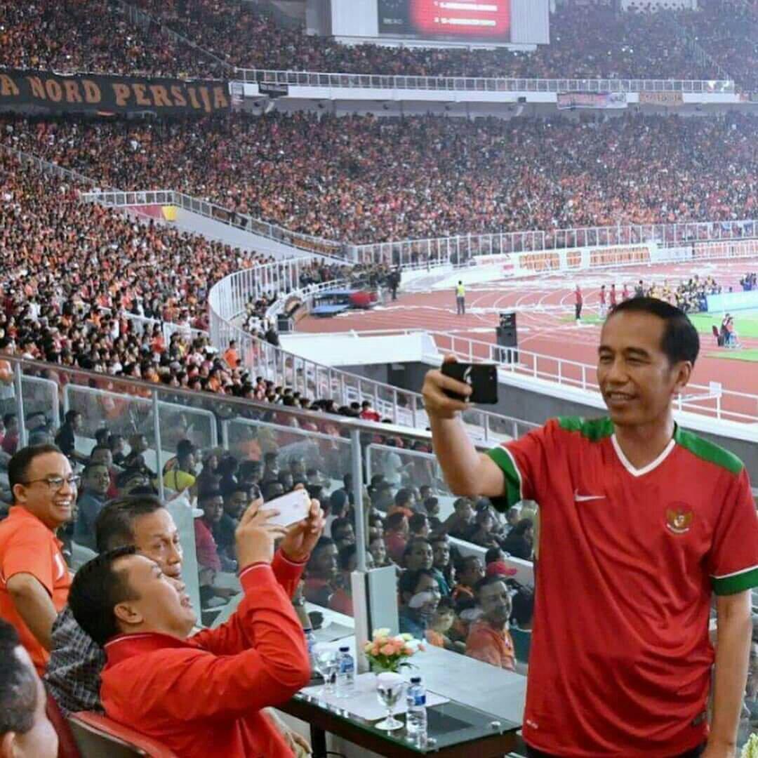 menolak Jokowi