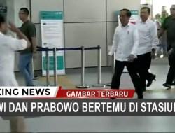 [Video] Detik-detik Prabowo Hormat dan Bersalaman dengan Jokowi di MRT