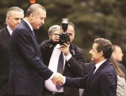 Kado Istimewa Recep Tayyip Erdogan untuk Sarkozy