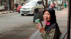 Nenek Suhaimi Penjual Tisu di Bandung Rezeki Halal