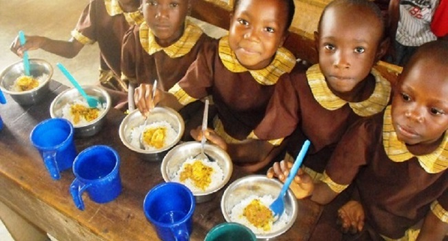 Nigeria school children feeding