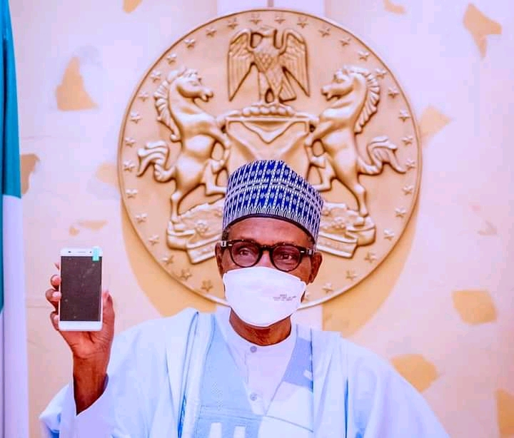 ITF Mobile: Buhari receives first made-in-Nigeria cell phone