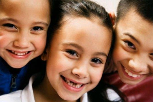 Trẻ bị chấn thương răng sữa phải làm sao ?