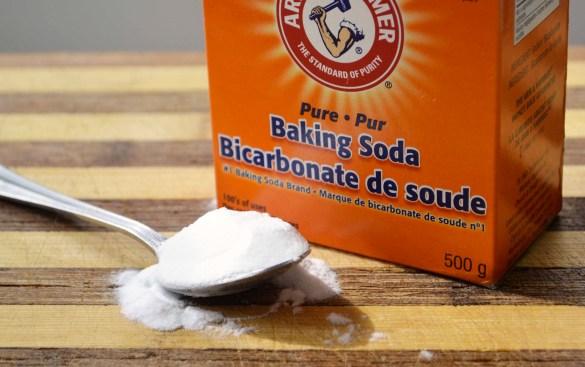 6 cách làm trắng răng bằng baking soda