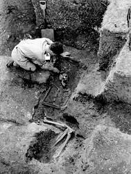 Erik Shimon Applebaum excavating in Grosvenor Road