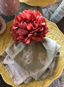 Easter bunny napkins with flower napkin ring