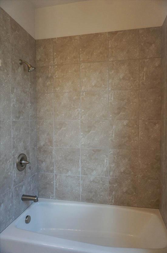 In-tub shower in 182 Sun Hawk