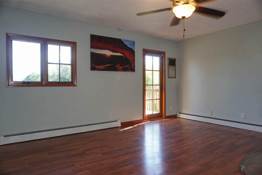 Family room of 2575 Young Ct