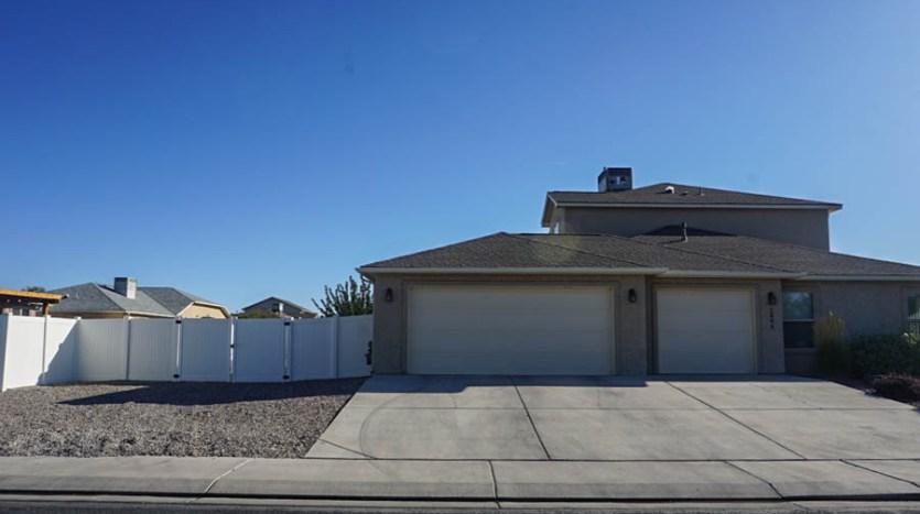 2995 Golden Hawk has a large RV parking area