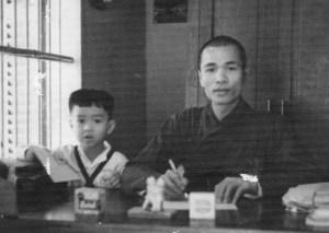 Tôi và thầy Đức Phương ở chùa Bảo Quốc, 1957