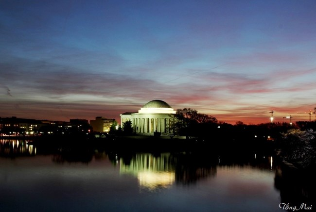 Jefferson Memorial at the break of dawn. Photo: TốngMai