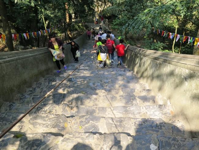 Bậc cấp 120 bậc đến động Hương Tích. Photo: TongMai