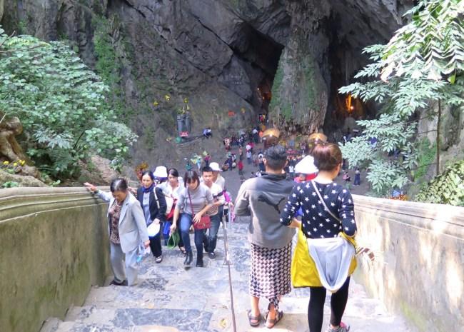 Bậc cấp 120 bậc đến động Hương Tích. Photo: TongMaiBậc cấp 120 bậc đến động Hương Tích. Photo: TongMai