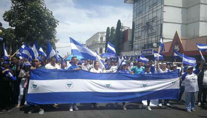 Nicaragüenses marchan en Costa Rica