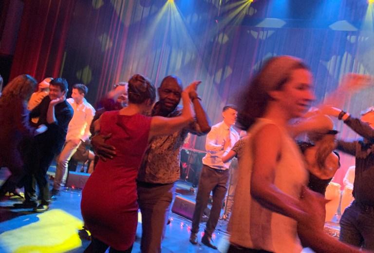salsadans-på-konsert-med-hovedøen-social-club
