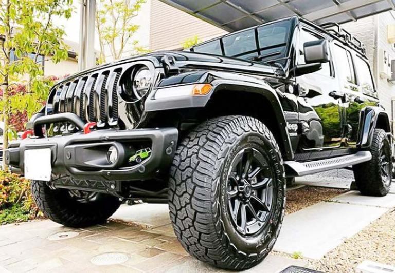 jeep-wrangler-black