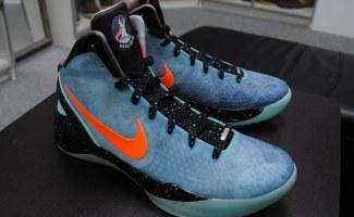 "Nike Zoom Hyperdunk 2011 ""Supreme"" Galaxy"