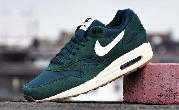 cost charm classic shoes online shop Nike Air Max 1 Essential