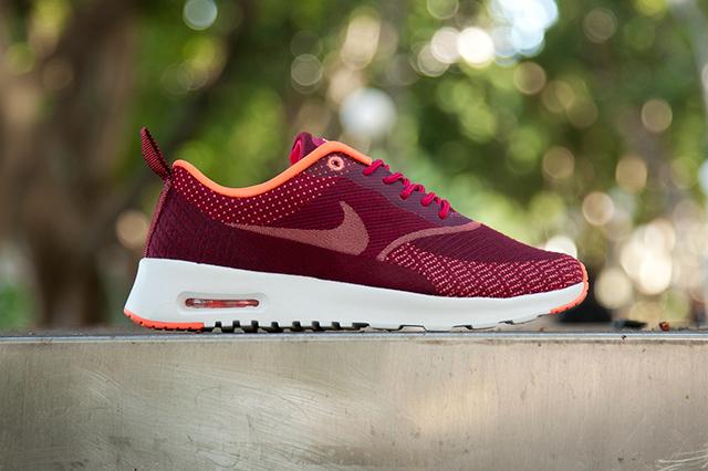 Nike Air Max Thea in Fuchsia