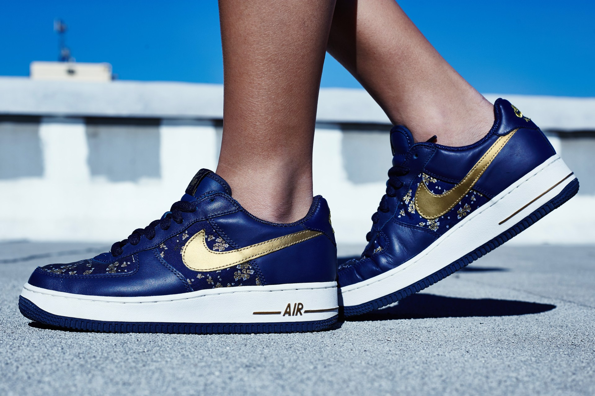 finest selection 21536 2ce9d On-Foot Look    Nike WMNS Air Force 1 Low Navy Gold