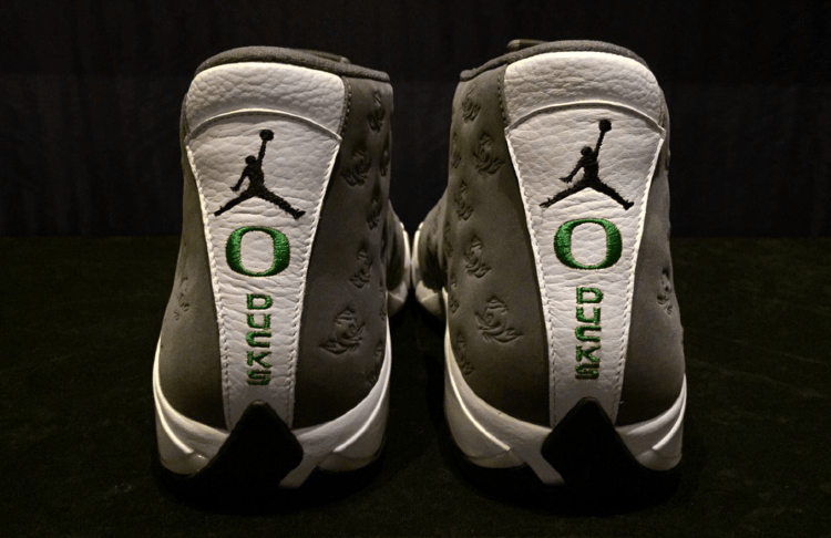 new styles 9520a d12b5 Oregon Ducks Receive A Gift From Tinker