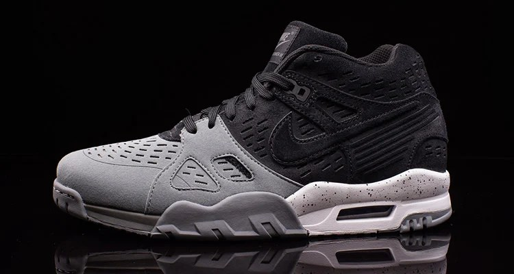 los angeles 2be76 f3473 This Nike Air Trainer III Odes to Bo Jackson and the Raiders