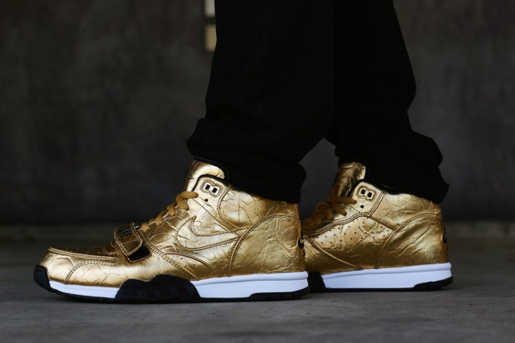 "Nike Air Trainer 1 ""Super Bowl"" Metallic Gold On-Foot Look"