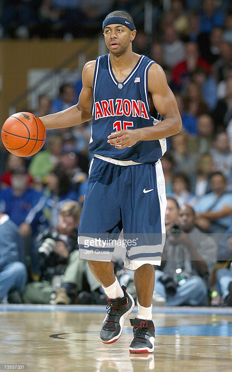 Mustafa Shakur in the Nike Zoom LeBron IV Black/Red-White