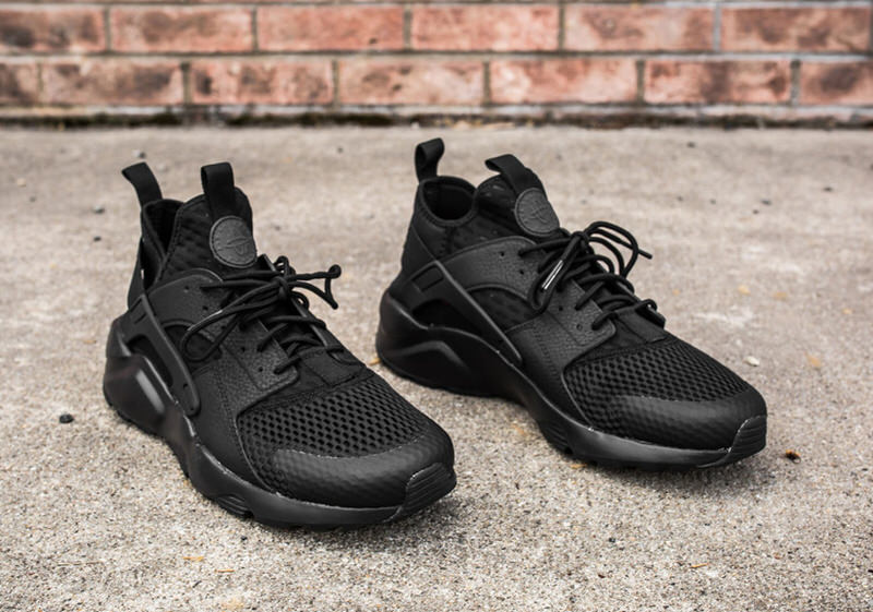 432a47c93e12 Nike Air Huarache Triple Black