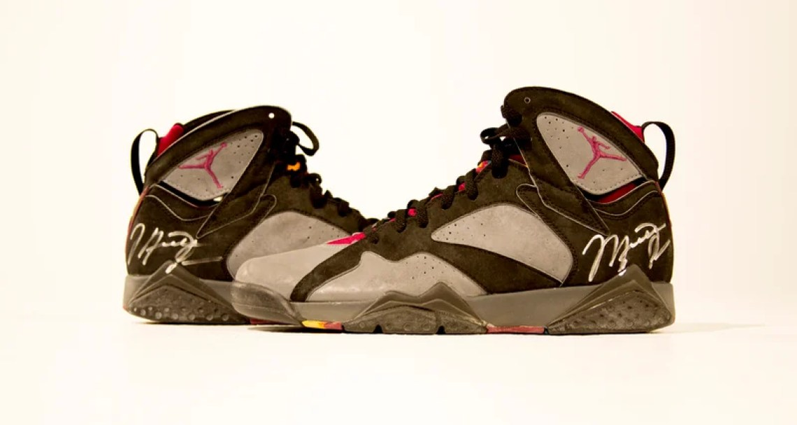bd4a30ccbc69 ... Autographed and worn in 1992 All Star Game. air-jordan-7-bordeaux-og