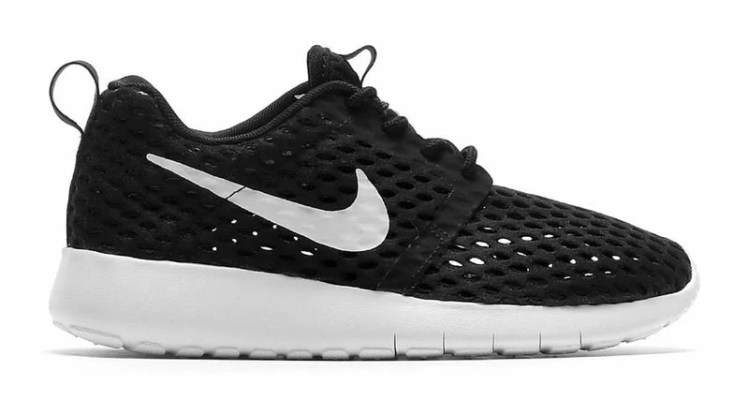 Nike Roshe One Flight Weight GS Black/White // Available Now