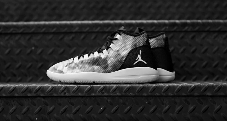 Jordan Reveal Black/White