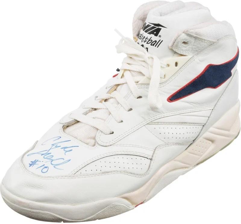 2a077b212493 Clyde dream-team-sneaker-auction-clyde-drexler-avia-arc