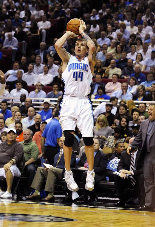 ... FL - NOVEMBER 11  Jason Williams  44 of the Orlando Magic shoots 0feb30d44