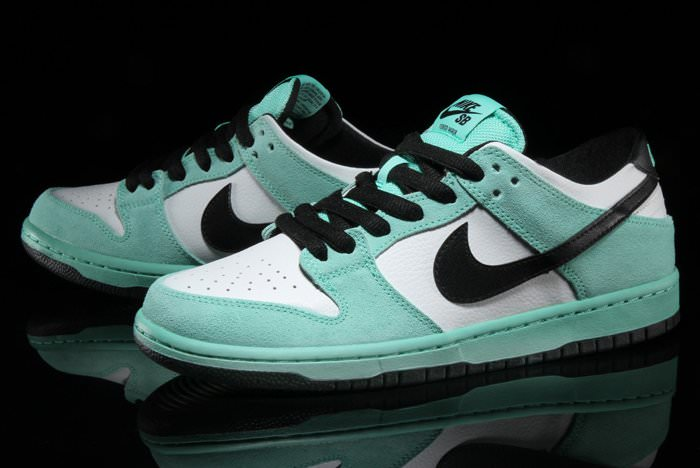 competitive price 3efb8 87392 Nike SB Dunk Low Sea Crystal