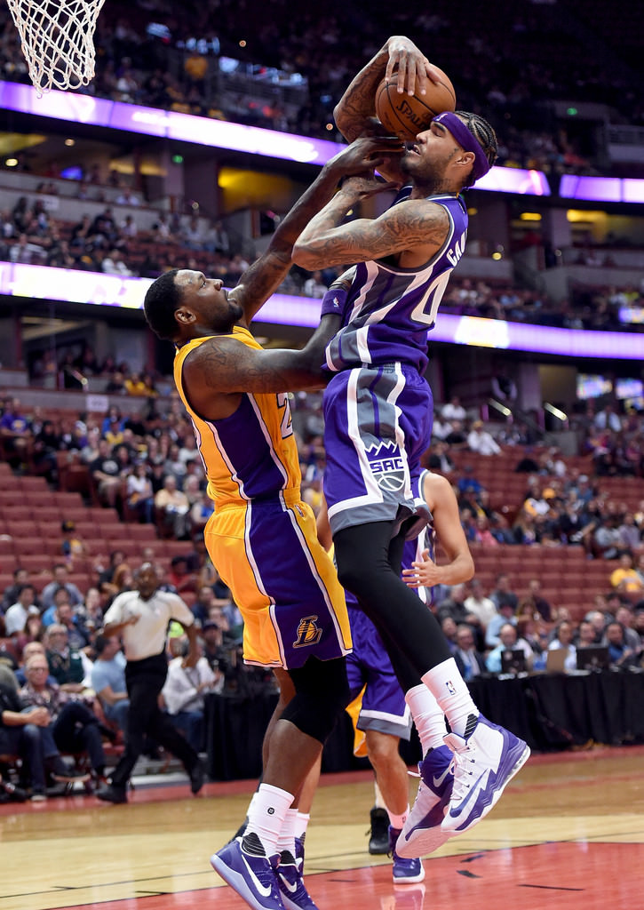 Tarik Black in the Nike Kobe 11 EM Team & Willie Cauley-Stein in the Nike Air Max Audacity 2016