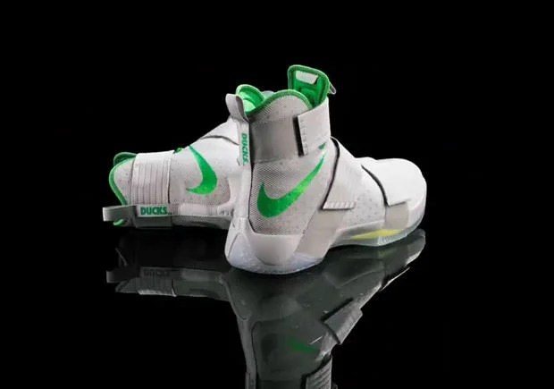 19d6b6a1f7d07 Oregon Ducks Upset No. 2 UCLA Bruins in This Nike LeBron Soldier 10 ...